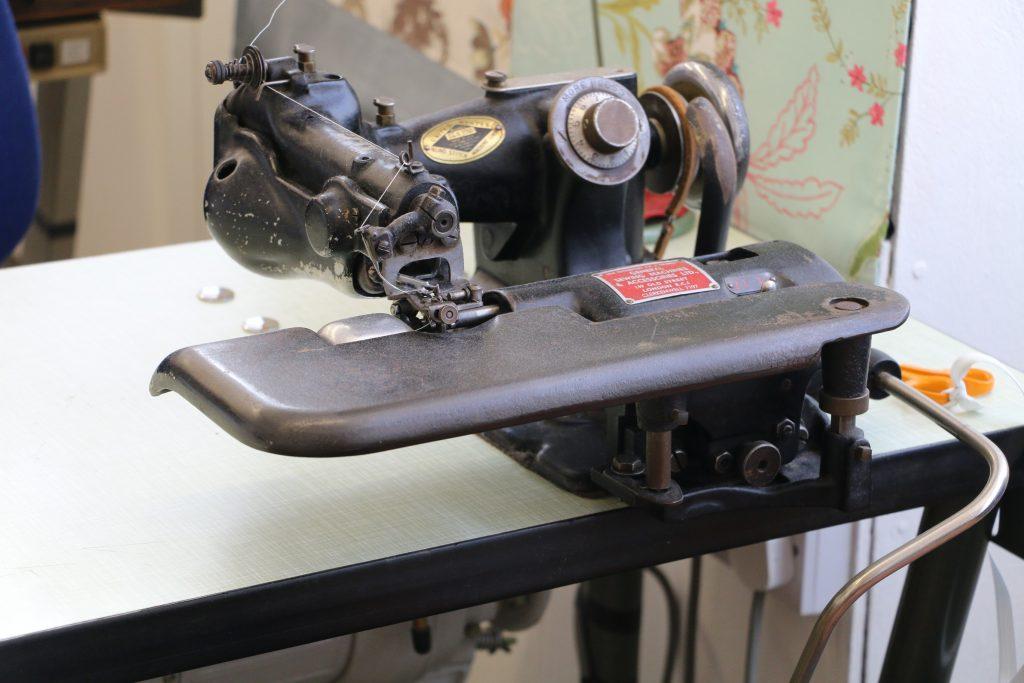 Overlocker sewing machine at sewtovey
